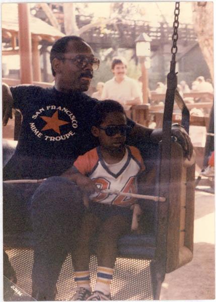 Chris Gardner và con trai, ảnh chụp năm 1984.