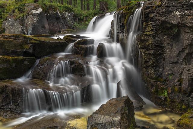 Zoom sur la cascade de Fontcouverte, vallée de la Clarée