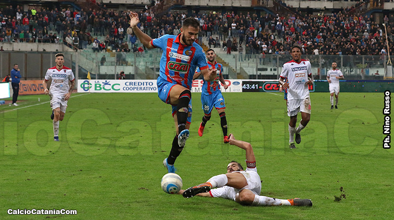 Maks Barisic in azione nell'ultimo Catania-Bari