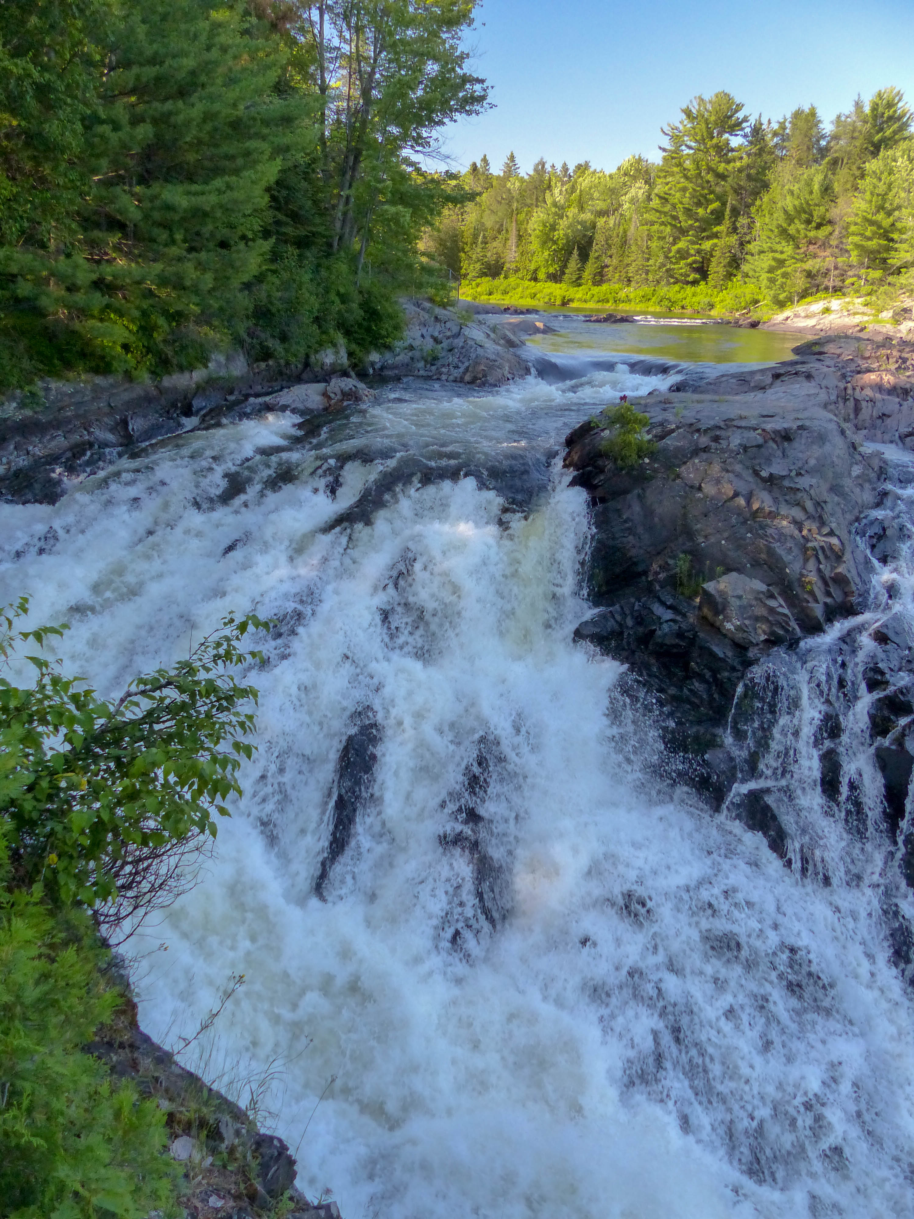 Chutes Provincial Park waterfall