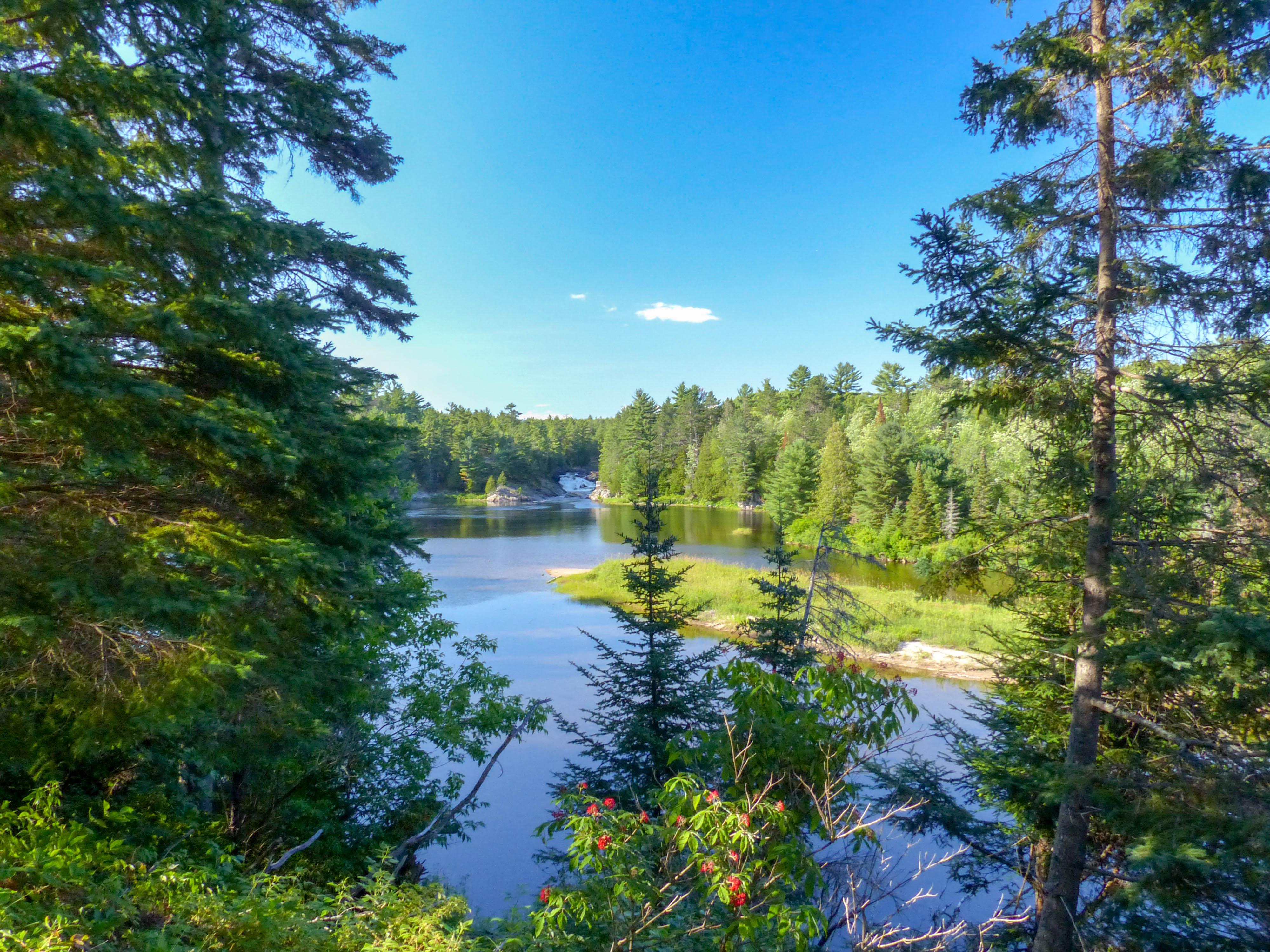 Chutes Provincial Park - Aux Sables River gorge