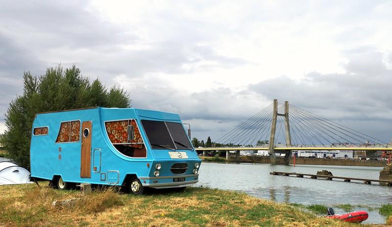 Mercedes 409 Camper & Le pont de Bourgogne