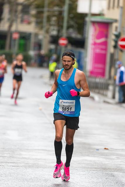 Male athlete Benjamin Parkes front view at Frankfurt Marathon
