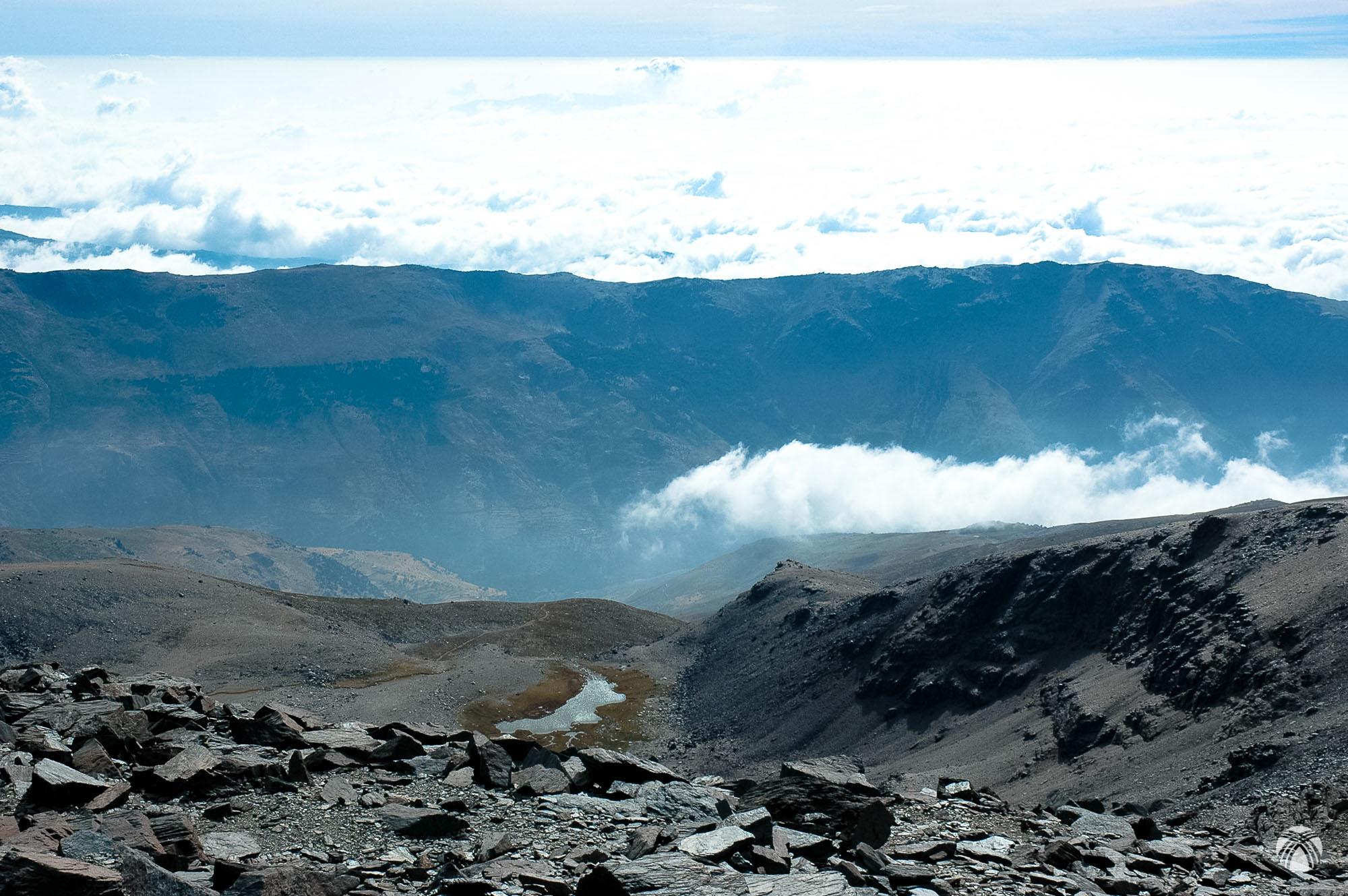 Vistas hacia la Cañada de Siete Lagunas desde el Mulhacén