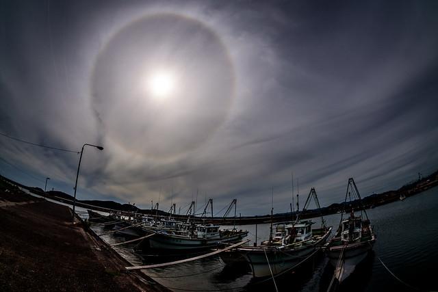 漁港のハローhalo forming over the fishing port