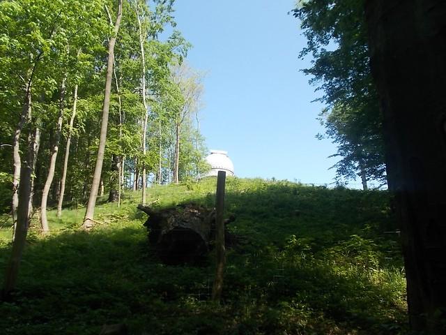 VCSE - A piszkéstetői egyméteres távcső kupolája a kéktúra ösvényéről - Csizmadia Ákos