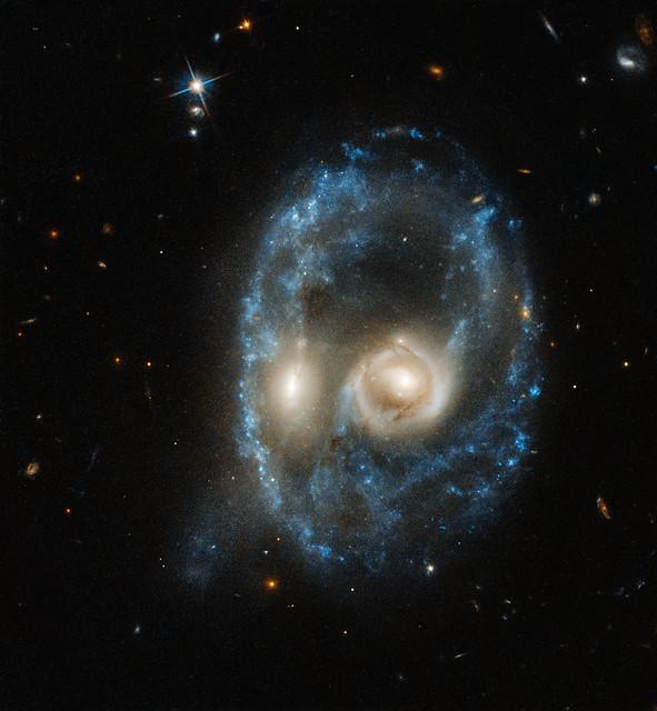 Hubble captures cosmic face