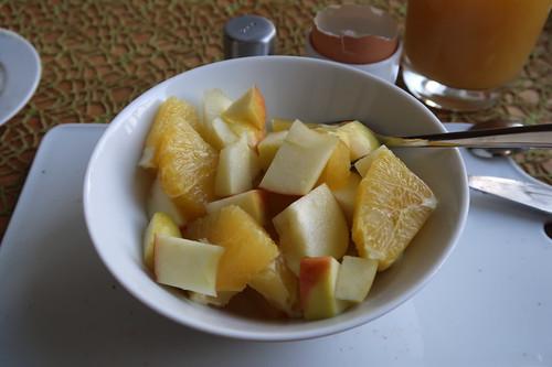 Obstsalat aus Apfel und Orange