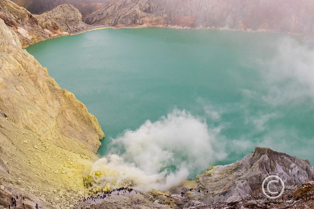 People watching the fumaroles and vents in Ijen Crater