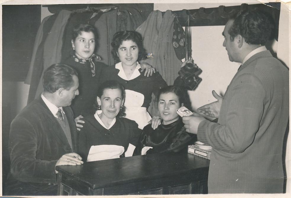 Personal del Hostal del Cardenal en los años 50. Colección de Tomás García del Cerro