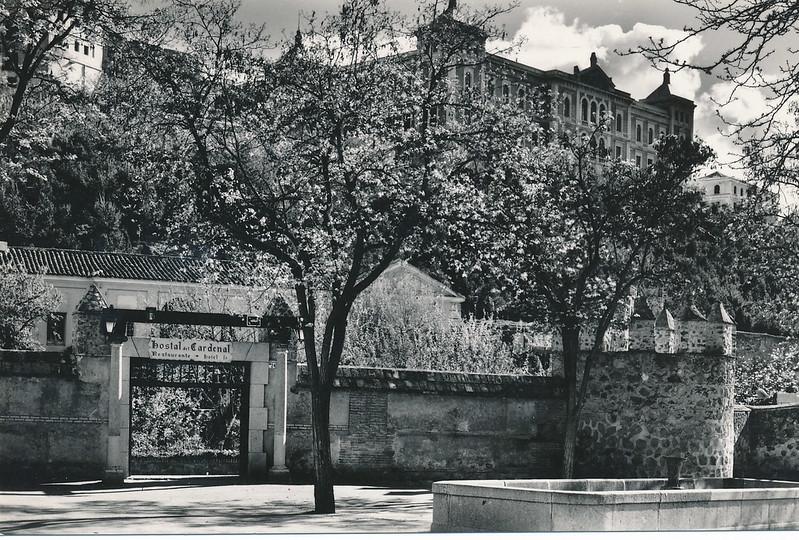 Hostal del Cardenal a mediados del siglo XX. Foto Alfonso, postal de Domínguez. Colección de Tomás García del Cerro