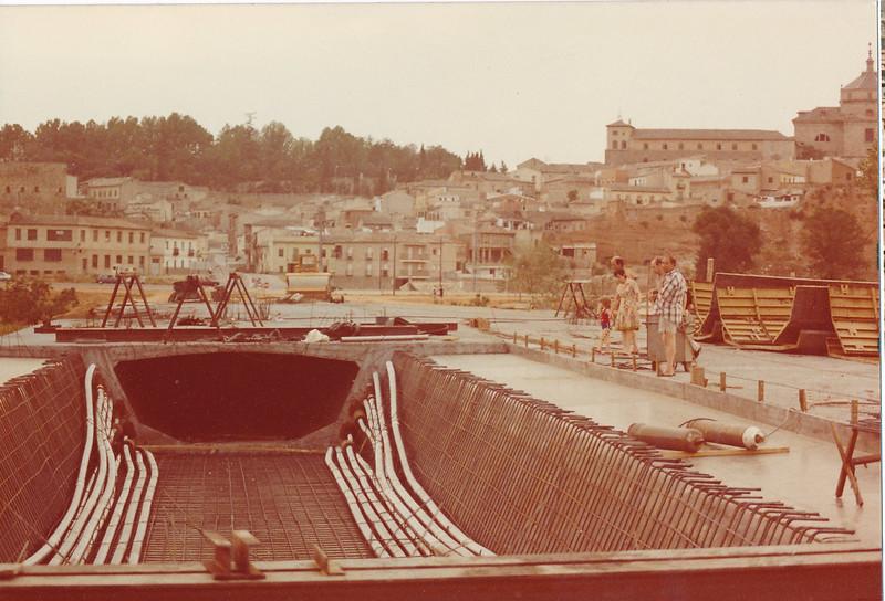 Construcción del Puente de Azarquiel. Años 80. Foto de Tomás García del Cerro