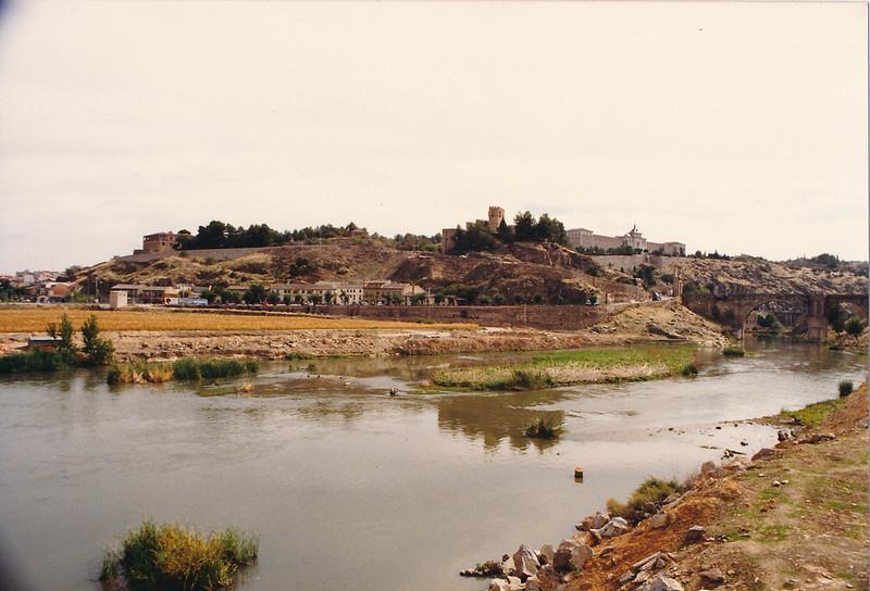 Playa de Safont y río Tajo en los años 80 antes de la construcción del Puente de Azarquiel. Fotografía de Tomás García del Cerro