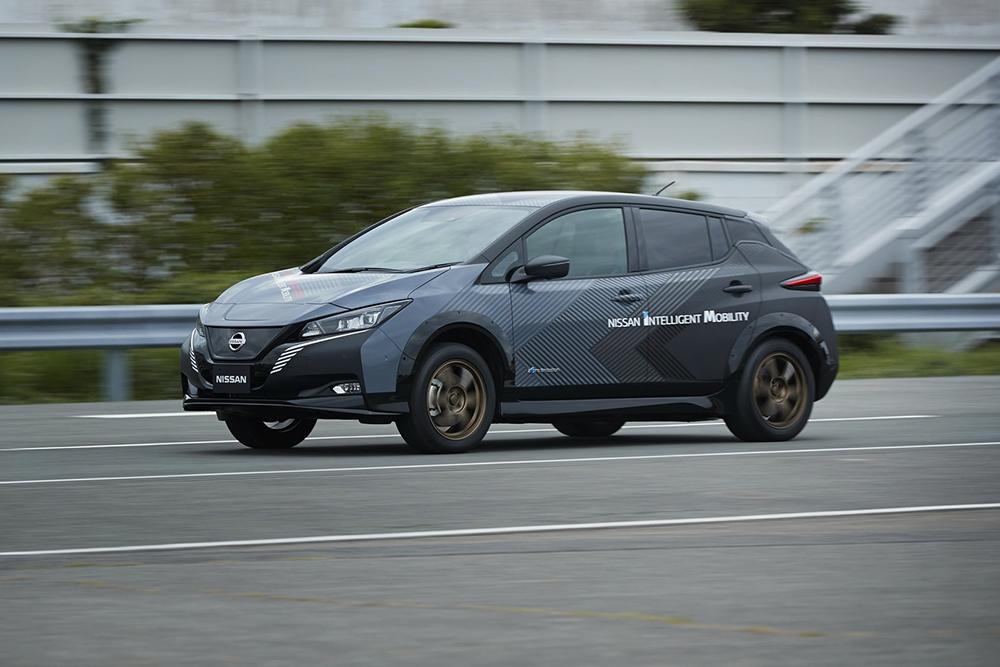 1be686c4-nissan-leaf-test-car-twin-motor-9