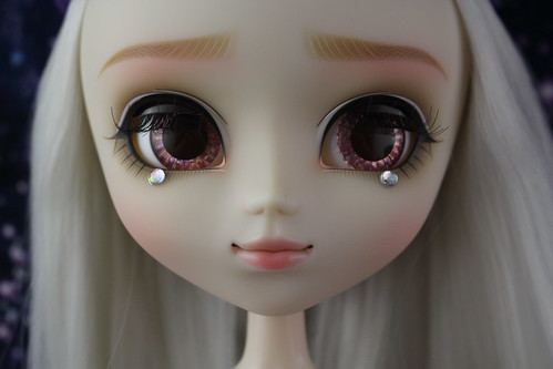 Etoile Rosette Version Partially Closed Eyes