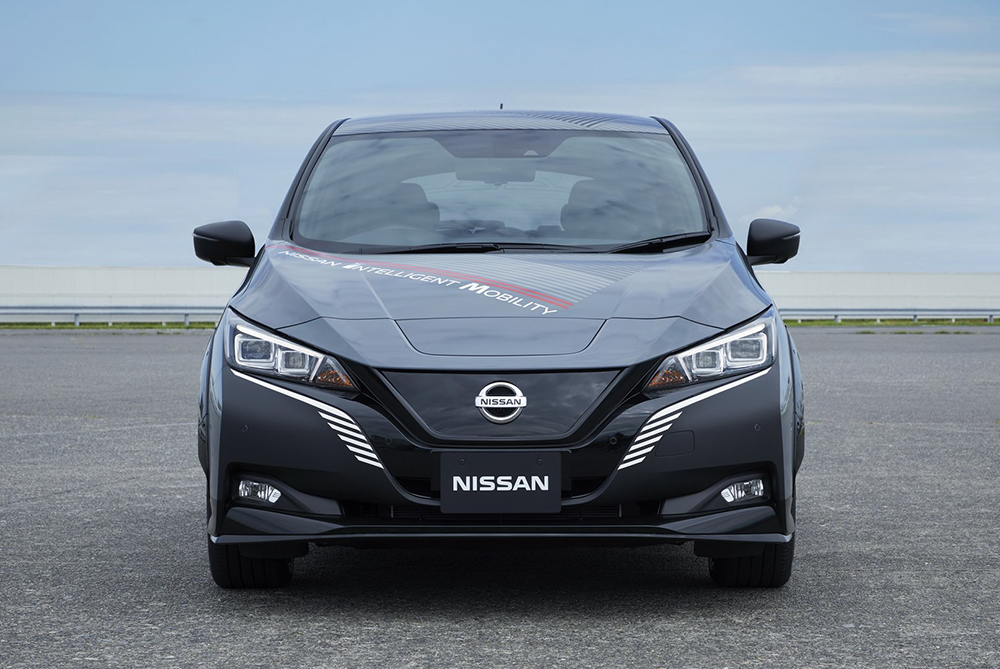 25307639-nissan-leaf-test-car-twin-motor-6
