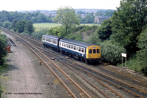 britishrail metropolitancammell class101 dmu diesel passenger heatonlodge southjunction mirfield westyorkshire train railway locomotive railroad