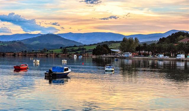 Anochecer en la Ria de San Vicente.  Cantabria