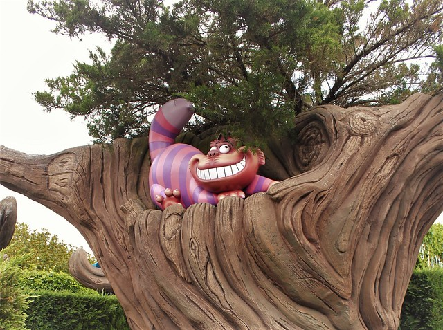 Alice Curious Labyrinth, maze in Disneyland Paris