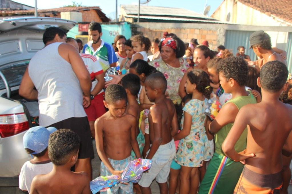 Vereador Gó distribui brinquedos no dia das crianças (12)