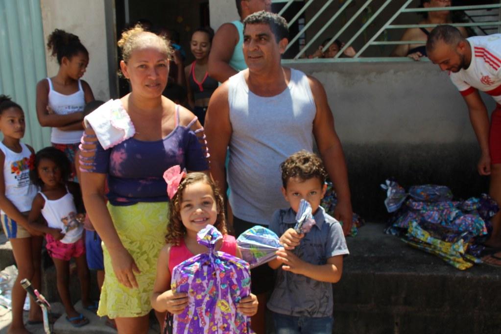 Vereador Gó distribui brinquedos no dia das crianças (1)