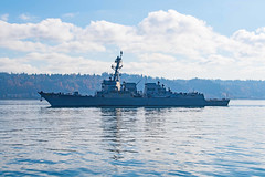 USS Momsen (DDG 92) transits the Puget Sound as it returns to its homeport of Naval Station Everett, Oct. 28. (U.S. Navy/MC2 Jonathan Jiang)
