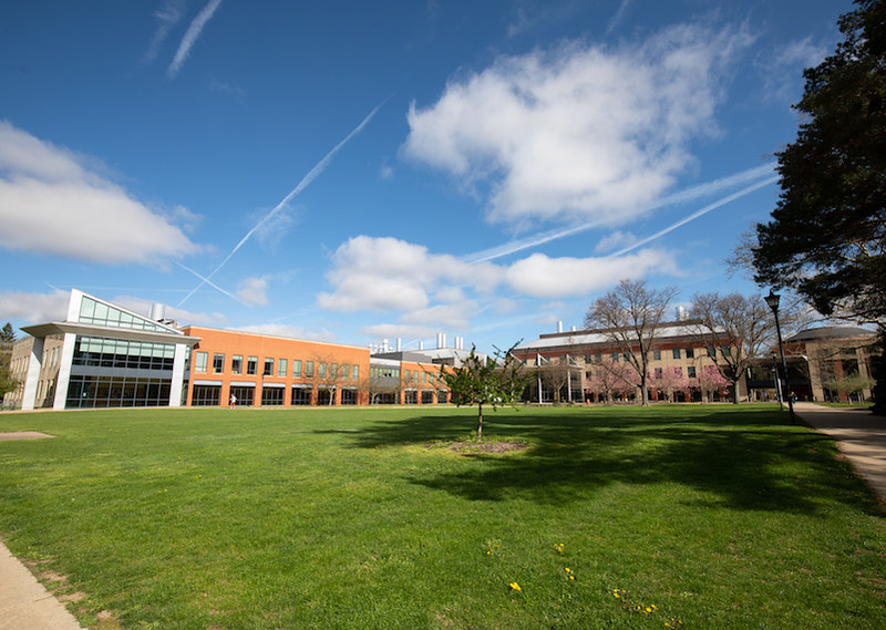 The building for most things science includes classrooms, a science library, computer labs, a rooftop greenhouse, an atrium, two lecture halls, science labs, and a lounge for small receptions or quiet study.
