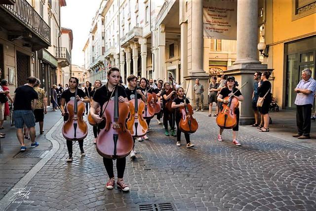 Walking Cellos