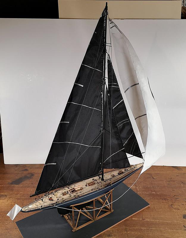 Endeavour 1934 - yacht J-class - 1:80 Amati - Page 5 48982690292_7f41a8e5db_c