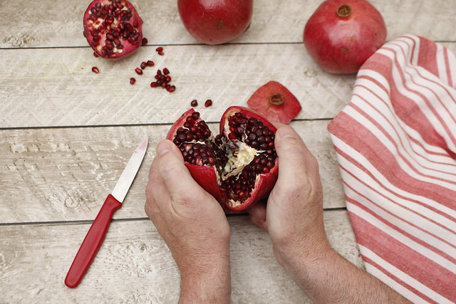 Easy Handling Pomegranates (1)