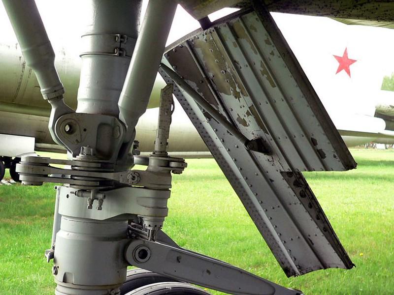Sukhoi T-4 10