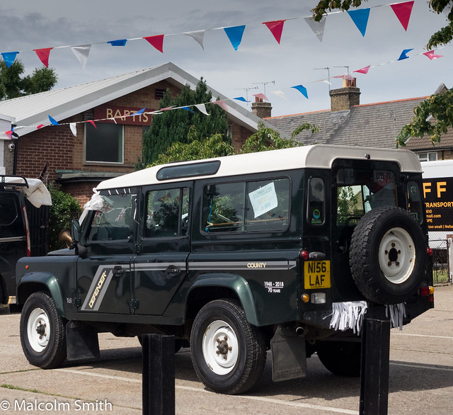 Land-Rover Defender 110 & Bunting