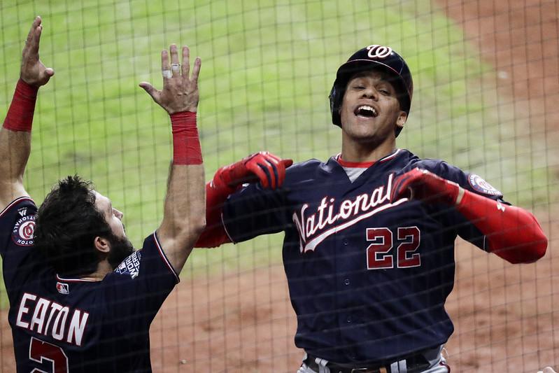Juan Soto(22號)轟出致勝陽春砲後慶祝。(達志影像)