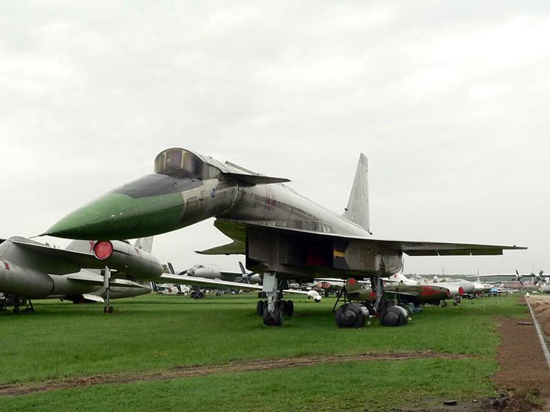 Sukhoi T-4 1