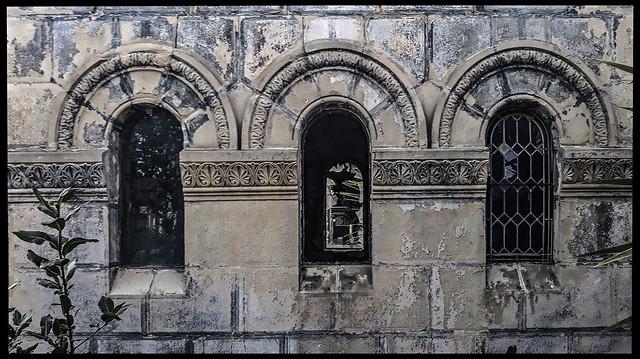 ... Aquel viejo panteón abandonado ...