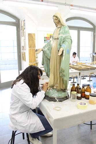 Tecnico specializzato nell'arte pittorica e doratura su opere lignee