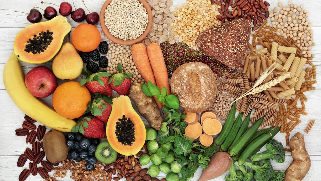 从上面列出的食物种类,包括碳水化合物、蔬菜和水果