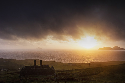landscape best 2c 2cimage 2©c water ocean atlantic wild way abandoned cottage emigration sunset ireland irish kerry skelligs hugh dempsey