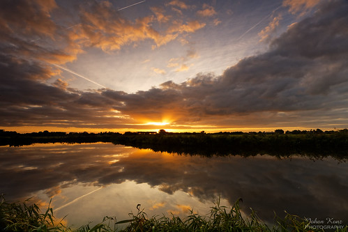 sunrise sky cloudy cloud water watercourse reflection field grass outdoor landscape waterscape purmerend waterland netherlands nikon d7500 airstripes