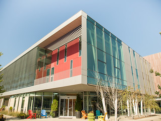 This LEED certified building anchors the Peter B. Lewis Gateway Center, and is nestled in the heart of downtown Oberlin, overlooking historical Tappan Square and just steps from Oberlin College. It features 70 rooms and suites, a signature restaurant highlighting locally sourced fare, and 6,500-square feet of event space.