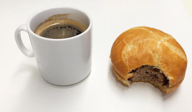 Coffee & bun / Kaffee & Semmel