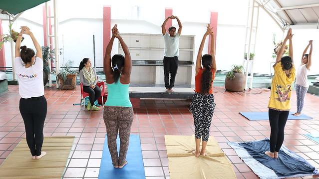 Cancillería continúa clases gratuitas de yoga para fomentar salud y recreación en sus trabajadores