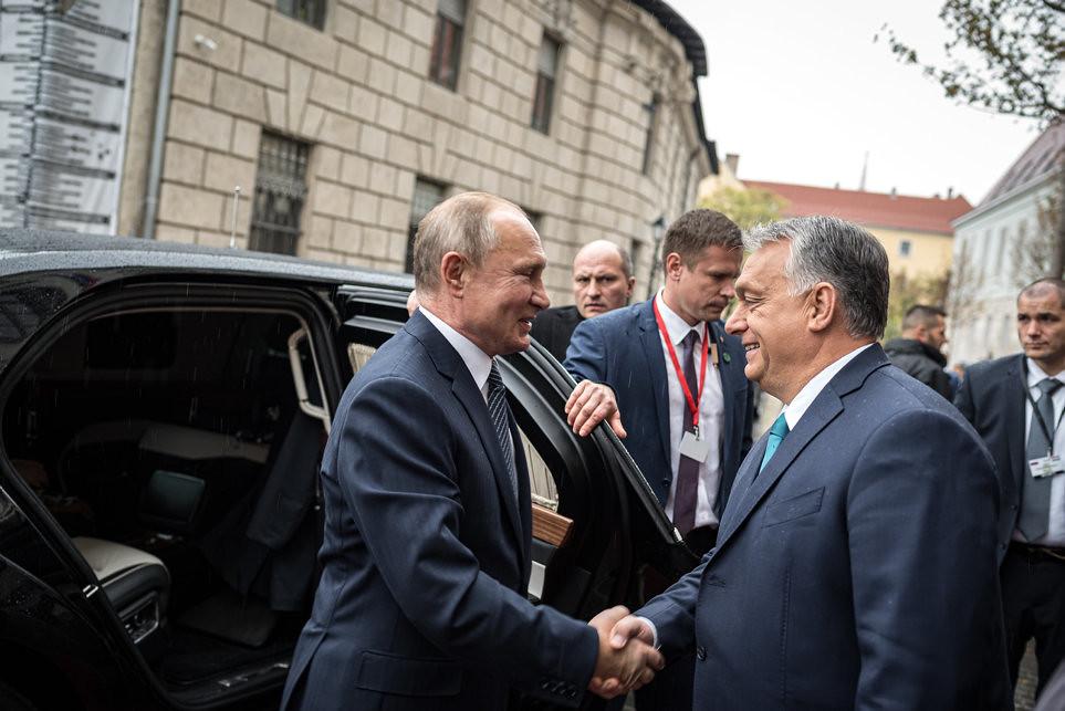 """""""Ha Európa nyugati és keleti fele, ha a NATO és Oroszország közötti kapcsolatok jók, akkor azzal Magyarország nyer"""""""