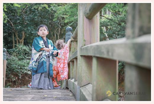 七五三のロケーション撮影 木の橋の上で
