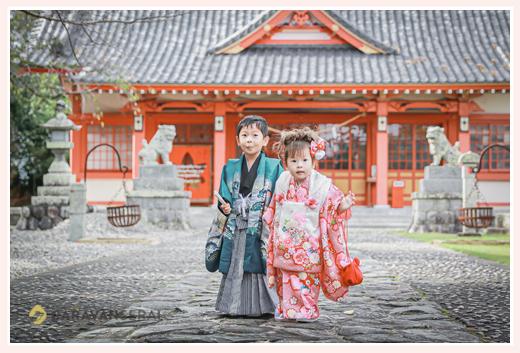 秋葉神社(静岡県浜松市中区)で七五三 赤い社殿がオシャレ