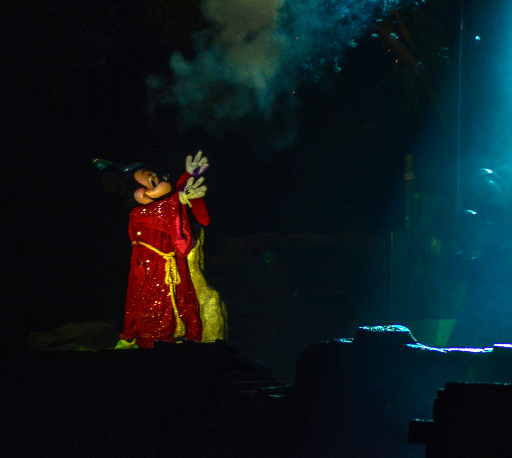 Mickey robe DL Fantasmic