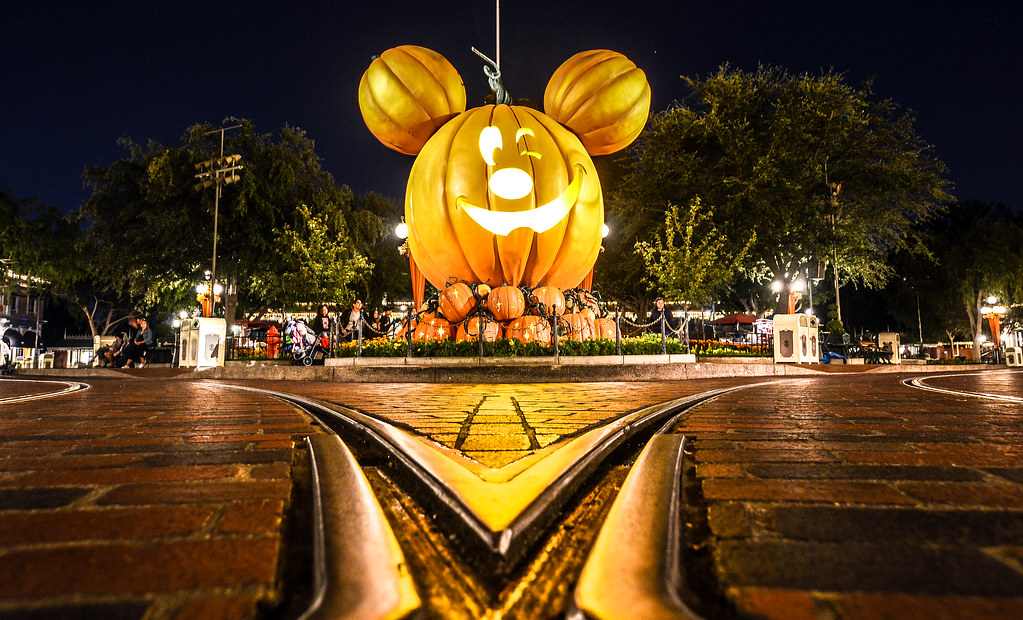 Pumpkin Mickey Main Street DL night