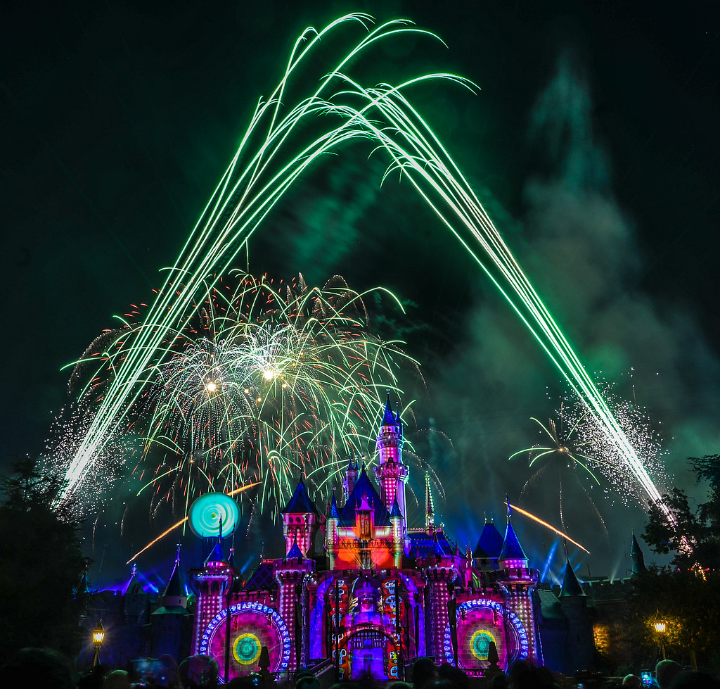 Green fireworks Halloween Screams DL