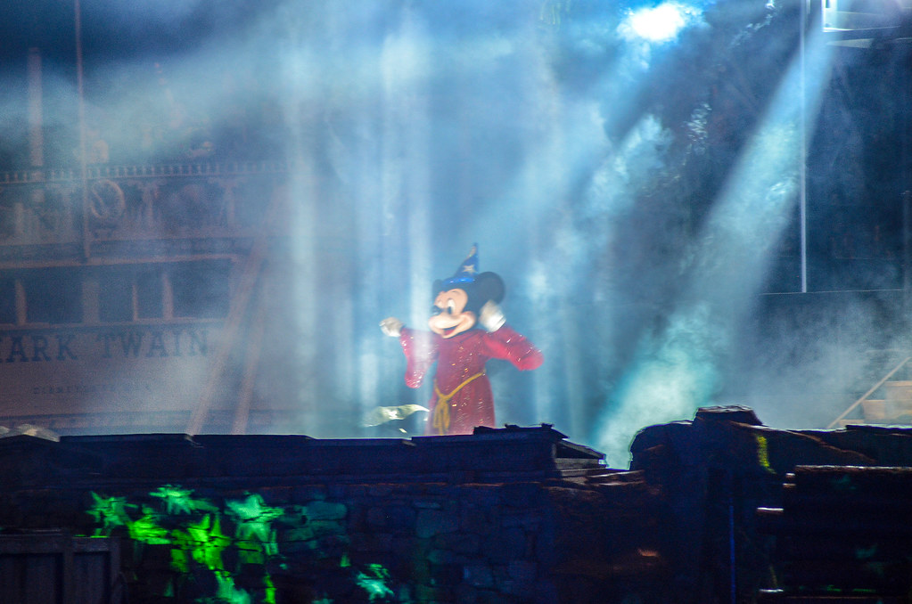 Mickey highlights Fantasmic DL