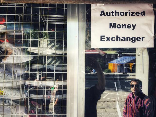 Comercio donde cambian dinero en Bután